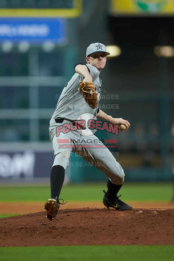 Vanderbilt Commodores relief pitcher Zach King (34) in action against the Louisiana Ragin' Cajuns in game five of the 2018 Shriners Hospitals for Children College Classic at Minute Maid Park on March 3, 2018 in Houston, Texas.  The Ragin' Cajuns defeated the Commodores 3-0.  (Brian Westerholt/Four Seam Images)