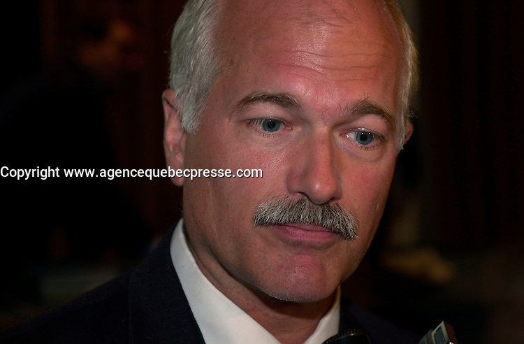 Sept 19, 2003, Montreal, Quebec, Canada.<br /> <br /> Jack Leyton Leader of New Democratic Party of Canada (NPD) adress the medias after a speech by Paul Martin, September 19 2003 at the Fairmount Hotel in Montreal.<br /> <br /> Mandatory Credit: Photo by Pierre Roussel- Images Distribution. (&copy;) Copyright 2003 by Pierre Roussel