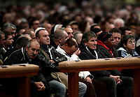 Fedeli attendono l'inizio di una Messa celebrata da Papa Francesco in occasione della prima Giornata Mondiale dei Poveri nella Basilica di San Pietro in Vaticano, 19 novembre 2107.<br /> Faithful attend a special mass to mark the new World Day of the Poor led by Pope Francis in Saint Peter's Basilica at the Vatican, on November 19, 2017.<br /> UPDATE IMAGES PRESS/Isabella Bonotto<br /> <br /> STRICTLY ONLY FOR EDITORIAL USE