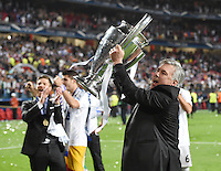 FUSSBALL  CHAMPIONS LEAGUE  FINALE  SAISON 2013/2014  24.05.2013 Real Madrid - Atletico Madrid JUBEL Real Madrid; Trainer Carlo Ancelotti mit Pokal