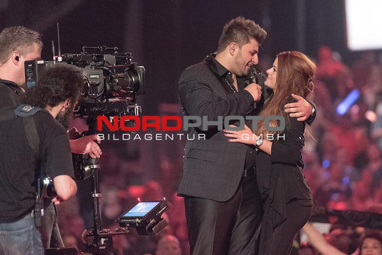 16.05.2015, &Ouml;VB-Arena, Bremen, GER, DSDS sucht den Superstar _ Finale 2015, im Bild<br /> <br /> <br /> DSDS Sieger 2015 #Severino Seeger (27 When I Was Your Man &ndash; Bruno Mars )<br /> hier mit seiner Frau REA <br /> <br /> Foto &copy; nordphoto / Kokenge