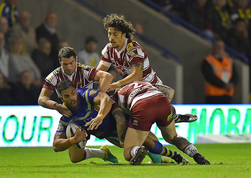 No way past the Wigan Warriors defence for Warrington Wolves' Ryan Atkins<br /> <br /> Photographer Dave Howarth/CameraSport<br /> <br /> First Utility Super League Super 8s &ndash; Round 6 - Warrington Wolves v Wigan Warriors - Friday 16th September 2016 - Halliwell Jones Stadium - Warrington<br /> <br /> World Copyright &copy; 2016 CameraSport. All rights reserved. 43 Linden Ave. Countesthorpe. Leicester. England. LE8 5PG - Tel: +44 (0) 116 277 4147 - admin@camerasport.com - www.camerasport.com