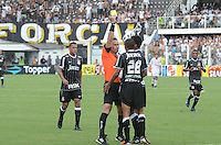 SAO PAULO, SP, 05 MARÇO DE 2012 - CAMP. PAULISTA - SANOTOS X CORINTHIANS -Lance durante partida entre Santos x Corinthians na Vila Belmiro.. (FOTO: ADRIANO LIMA - BRAZIL PHOTO PRESS)