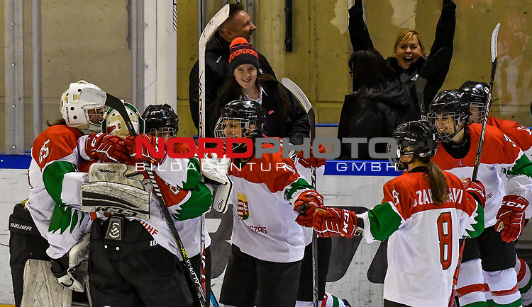 03.01.2020, BLZ Arena, Füssen / Fuessen, GER, IIHF Ice Hockey U18 Women's World Championship DIV I Group A, <br /> Daenemark (DEN) vs Ungarn (HUN), <br /> im Bild Jubel nach Spielende, Fruzsina Szabo (HUN, #25), Zsofia Toth (HUN, #20), Dorottya Gengeliczky (HUN, #14), Petra Szamosfalvi (HUN, #8)<br /> <br /> Foto © nordphoto / Hafner