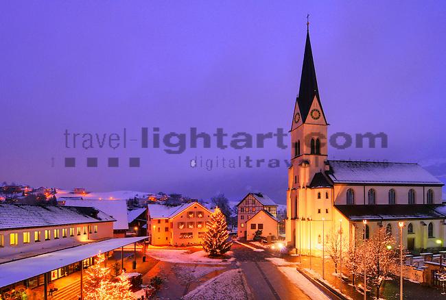 Dorfplatz, Eschen, Pfarrkirche zum hl. Martin, Eschen, Liechtenstein.