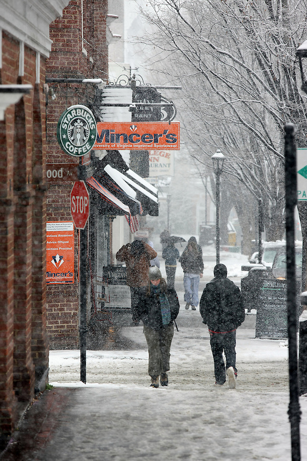Snow falling on the corner area at the University of Virginia.