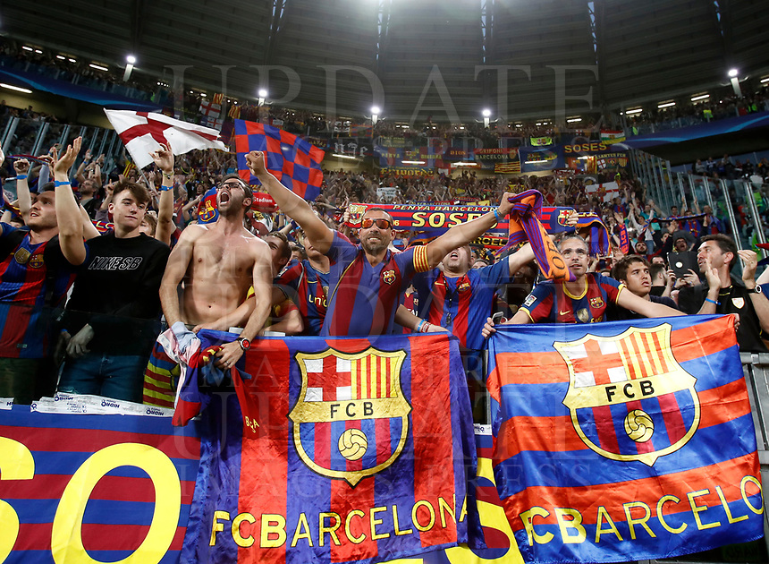 Football Soccer: UEFA Champions League quarter final first leg Juventus-Barcellona, Juventus stadium, Turin, Italy, April 11, 2017. <br /> Barcellona supporters wait the start of the Uefa Champions League football match between Juventus and Barcelona at the Juventus stadium, on April 11 ,2017.<br /> UPDATE IMAGES PRESS/Isabella Bonotto
