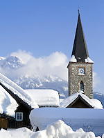 Austria, Styria, Styrian Salzkammergut, Altausseerland, Altaussee at Altausseer Lake: winter scenery with village church