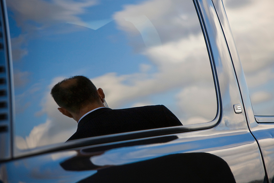An Secret Service agent is reflected in a motorcade vehicle as US President Barack Obama lands in Miami, FL....