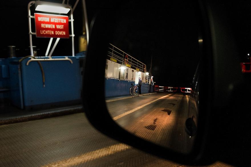 Nederland, Dordrecht, 17 feb 2014<br /> Veepont over  de Nieuwe Merwede vanaf Kop van het Land. De laatste overtocht van de dag. De pont is nagenoeg leeg<br /> <br /> Foto(c): Michiel Wijnbergh