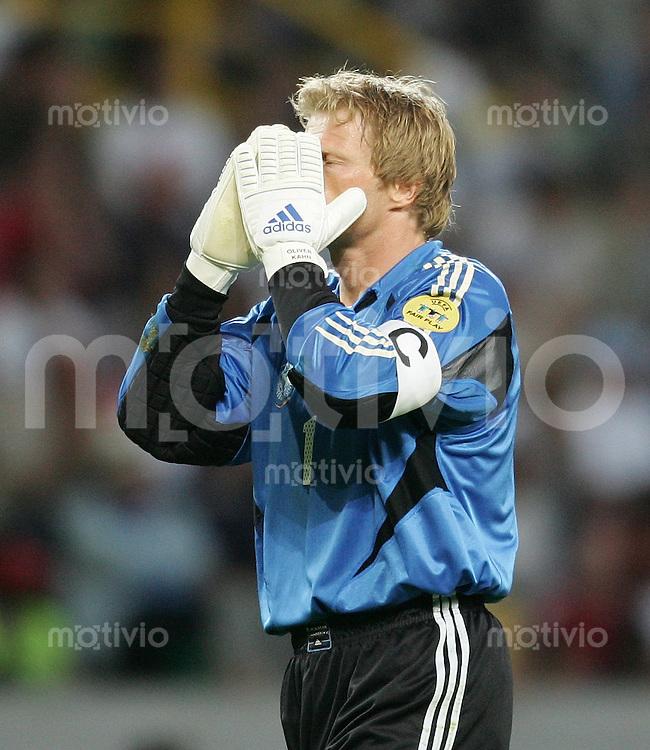 Fussball INTERNATIONAL EURO 2004 in Lissabon im Stadion Jos?lvalade Deutschland-Tschechische Republik Enttaeuschung GER; Oliver Kahn