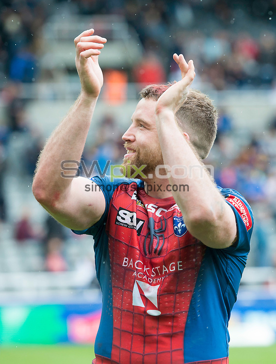 Picture by Allan McKenzie/SWpix.com - 20/05/2017 - Rugby League - Dacia Magic Weekend - Widnes v Wakefield - St James' Park, Newcastle, England - Danny Kirmond thanks the fans.