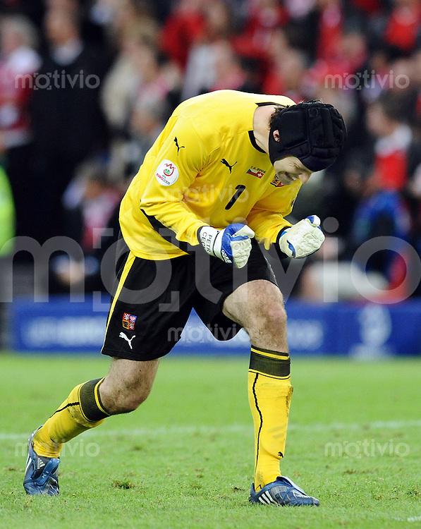 FUSSBALL EUROPAMEISTERSCHAFT 2008  Schweiz - Tschechien    07.06.2008 Petr Cech (Tschechien) jubelt nach dem Schlusspfiff