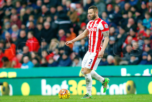 27.02.2016. Britannia Stadium, Stoke, England. Barclays Premier League. Stoke City versus Aston Villa. Phil Bardsley of Stoke City runs with the ball