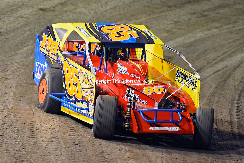 Feb 19, 2014; 6:44:45 PM;  Barberville, FL, USA;  Super DIRT car Series Big Block Modifieds presented by Summit Racing Equipment at Volusia Speedway Park.  Mandatory Credit: (thesportswire.net)