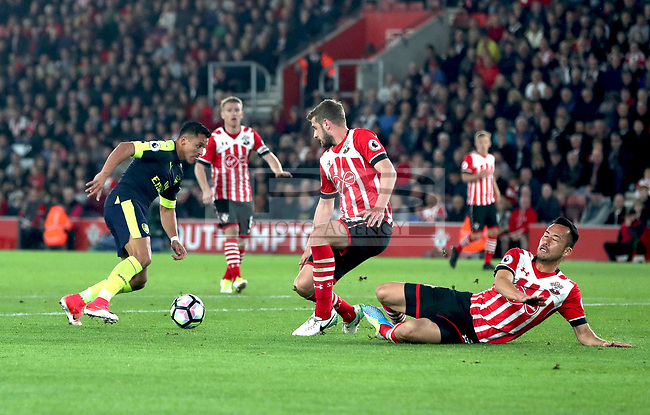 Alexis Sanchez of Arsenal scores the first goal for Arsenal during the Premier League match between Southampton and Arsenal, played at St. Mary's Stadium, Southampton on 10th May 2017