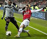 Nederland, Alkmaar, 19 januari  2013.Eredivisie.Seizoen 2012/2013.AZ-Vitesse 4-1.Renato Ibarra van Vitesse in duel om de bal met Donny Gorter van AZ