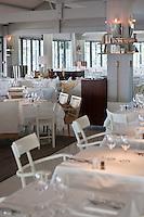 Europe/France/Aquitaine/33/Gironde/Bassin d'Arcachon/Pyla-sur-Mer: salle du restaurant - Hôtel La Co(o)rniche -  par  Philippe Starck  [Non destiné à un usage publicitaire - Not intended for an advertising use]