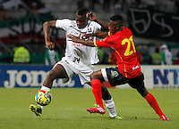 MANIZALES-COLOMBIA-02-MARZO-2014. Clemente Palacios  (Izq) del Once Caldas disputa el bal—n con Jefferson Murillo (Der) jugador de de La Universidad Autonoma , durante partido por la fecha 14 , jugado en el estadio Palogrande de la ciudad de Manizales . / Clemente Palacios (L) player of Once Caldas  vies for the ball with Jefferson Murillo (R) player of  Universidad Autonoma during a match for the 14th date of the Liga Postobon I-2014 at the Palogrande Stadium in Manizales  city, Photo: VizzorImage  / Santiago Osorio  / Stringer.