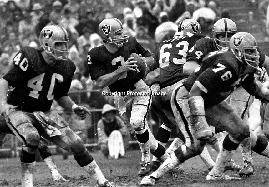 Oakland Raiders 1972..Lamonica back to pass protected by Pete Banaszak, Gene Upshaw, George Buehler, & #76 Bob Brown..(Ron Riesterer photo)