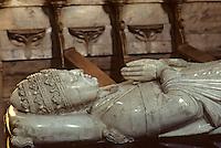 Europe/France/Auvergne/43/Haute-Loire/Parc Naturel Régional du Livradois-Forez/La Chaise Dieu: L'église abbatiale de Saint-Robert ([architecture] gothique) - Le tombeau de Clément VI (Pierre Roger, pape d'Avignon de 1342 à 1352)