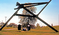 Frank Gehry: Mark DiSuvero, Sculpture next to Visual Arts Center, Toledo. (Photo '97)