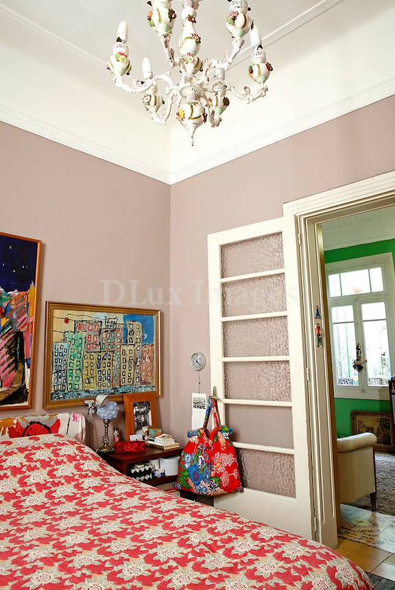 Mr. Stephanian lives in this 130 sq. m. house which was built in the 1930's and is located in the Alexandra area of Athens.