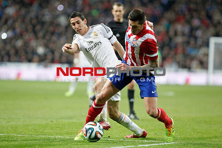 Real Madrid¬¥s Di Maria (L) and Atletico de Madrid¬¥s Sosa during King¬¥s Cup (Copa del Rey) semifinal match in Santiago Bernabeu stadium in Madrid, Spain. February 05, 2014. Foto © nph / Victor Blanco)