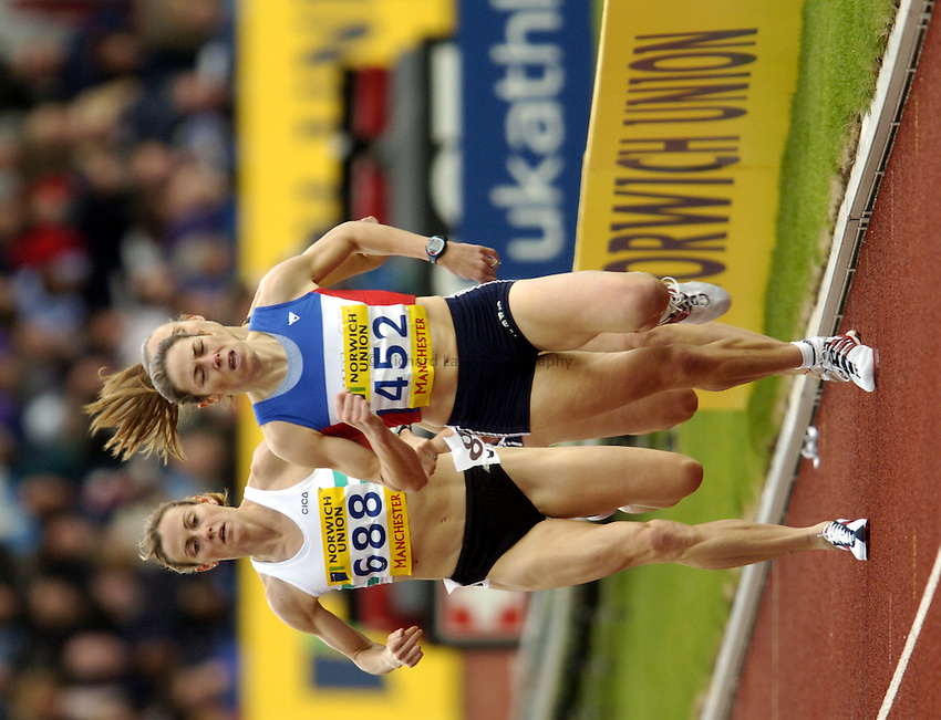 Photo: Richard Lane..Norwich Union Olympic and AAA Championships, Manchester Regional Stadium. 11/07/2004..Womens 1500m Final, Hayley Tullett and Helen Clitheroe.