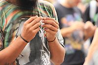 SÃO PAULO, SP - 23.05.2015 - MARCHA-MACONHA - Manifestantes em prol da legalização da maconha realizam ato na Avenida Paulista neste sábado 23.(Foto: Marcelo Parmeggiani / Brazil Photo Press)