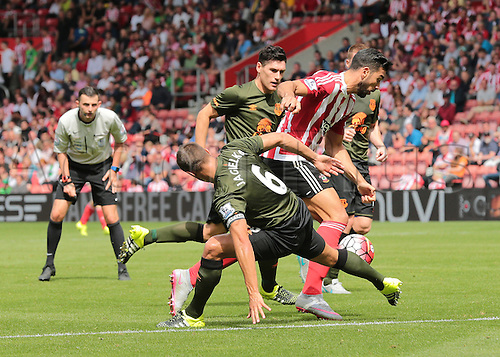 15.08.2015. Southampton, England. Barclays Premier League. Southampton versus Everton. Graziano Pelle of Southampton gets past Phil Jagielka of Everton to take a shot