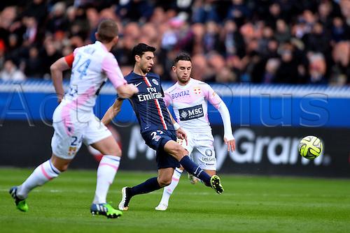 18.01.2015. Paris, France. French League 1 football. Paris St Germain versus Evian.  Javier Pastore (psg) gets his pass away in front of Adrien Thomasson (etg)