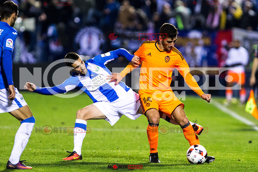 "Club Deportivo Leganes's Victor Diaz and Valencia's Gaya during the match of ""Copa del Rey"" between CD Leganes and Valencia CF at Butarque Stadium in Leganes, Spain. November 29, 2016. (ALTERPHOTOS/Rodrigo Jimenez) /NORTEPHOTO.COM"