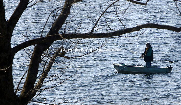 MIDDLEBURY CT. 15 November 2015-111515SV01-A fisherman enjoys a breezy day on the water at Lake Quassapaug in Middlebury Sunday.<br /> Steven Valenti Republican-American