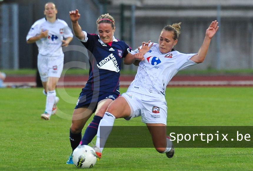 Football Club Feminin Juvisy Essonne - Olympique Lyon :.duel tussen Sonia Bompastor en Janice Cayman.foto DAVID CATRY / JOKE VUYLSTEKE / Vrouwenteam.be