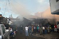 Incendio en el Mercado Publico de la ciudad de Sancristobal..Lugar:Sancristobal.Foto:Cesar de la Cruz.Fecha:.