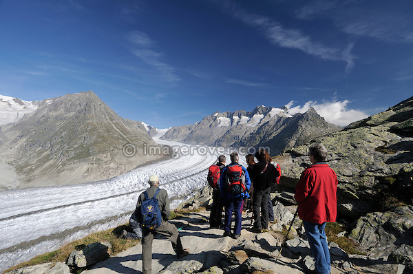 Switzerland, Valais, Western Europe, Jungfrau Region, Aletsch Glacier (UNESCO world heritage site) nr. Bettmerhorn. Tourists on the scenic panorama trail.  Note: No releases available.