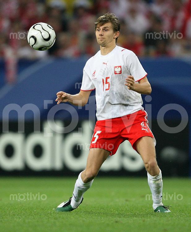Fussball   WM 2006   Nationalmannschaft Polen Ebi SMOLAREK (Polen), Einzelaktion am Ball