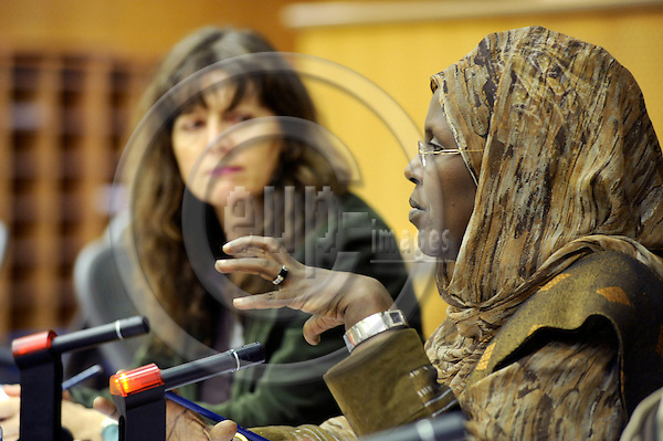 Brussels-Belgium - 09 December 2008 -- Ashi HAGI (ri) from Somalia, laureate of the Alternative Nobel Prize 2008 - founder of the Sixth Clan - i.a. member of the Pan-African Parliament, invited by the German Greens to the European Parliament for a public discussion; here, with MEP Hiltrud BREYER (le) (D/The Greens/European Free Alliance) -- Photo: Horst Wagner / eup-images