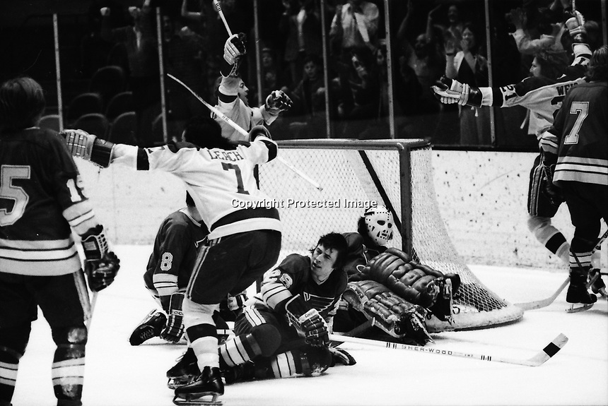California Golden Seals vs St. Louis Blues, Seals goal Reggie Leach, Stan Weir,#26 Gary Veneruzzo. (1972 photo/Ron Riesterer)