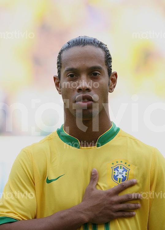 FussballInternational WM 2006 Testspiel Brasilien - Neuseeland Ronaldinho (BRA) bi der Nationalhymne