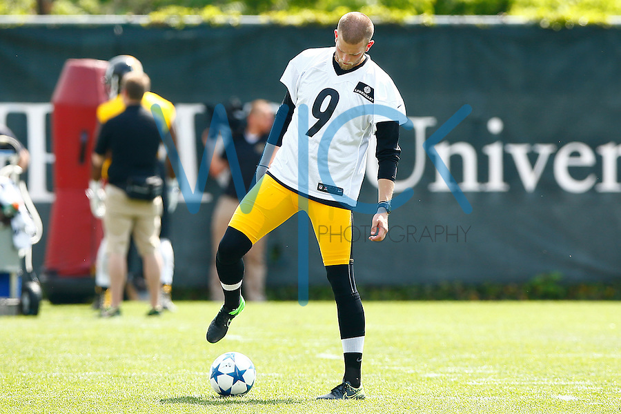 Chris Boswell #9 of the Pittsburgh Steelers plays with a soccer ball during OTA's at the Rooney Sports Complex on the Side Side in Pittsburgh, Pennsylvania on May 31, 2016. (Photo by Jared Wickerham/DKPittsburghSports)