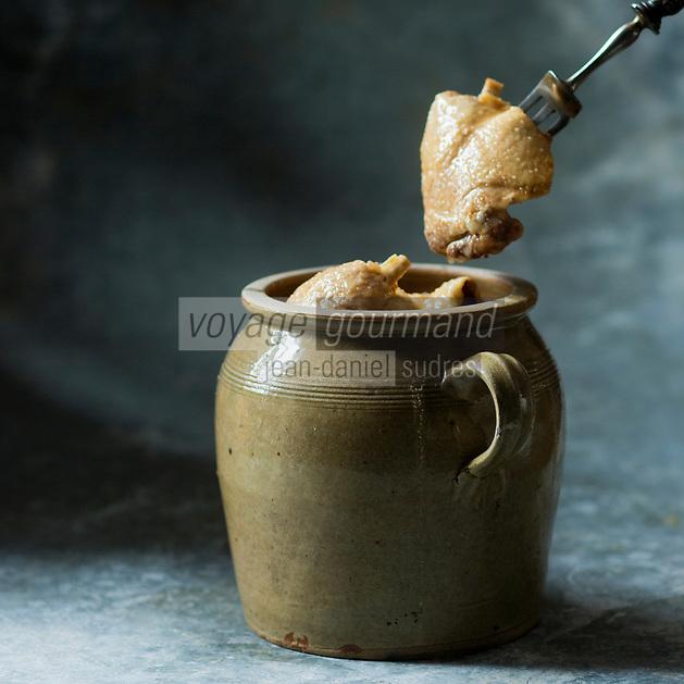 Gastronomie générale: Confit de Canard - Stylisme : Valérie LHOMME