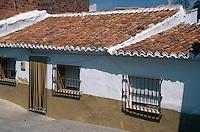 Spanien, Andalusien, Altstadtgasse in Benamocarra