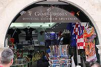 Game of Thrones Souveniers in der Altstadt von Dubrovnik - 25.11.2017: Dubrovnik mit der Costa Deliziosa
