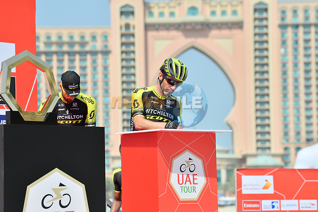 Mitchelton-Scott sign on before the start of Stage 4 of the 2019 UAE Tour, running 197km form The Pointe Palm Jumeirah to Hatta Dam, Dubai, United Arab Emirates. 26th February 2019.<br /> Picture: LaPresse/Massimo Paolone | Cyclefile<br /> <br /> <br /> All photos usage must carry mandatory copyright credit (© Cyclefile | LaPresse/Massimo Paolone)