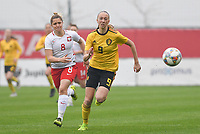20190409 - TUBIZE , Belgium : Belgian Lisa Petry (r) pictured in a duel with Polish Weronika Helinska during a women soccer game between the under 19 teams of Belgium and Poland. This is the Third and final game in their elite round qualification for the European Championship in Schotland 2019. The Belgian national women's soccer team is called the Red Flames, on the 9 th of April in Tubize. PHOTO DAVID CATRY | Sportpix.be