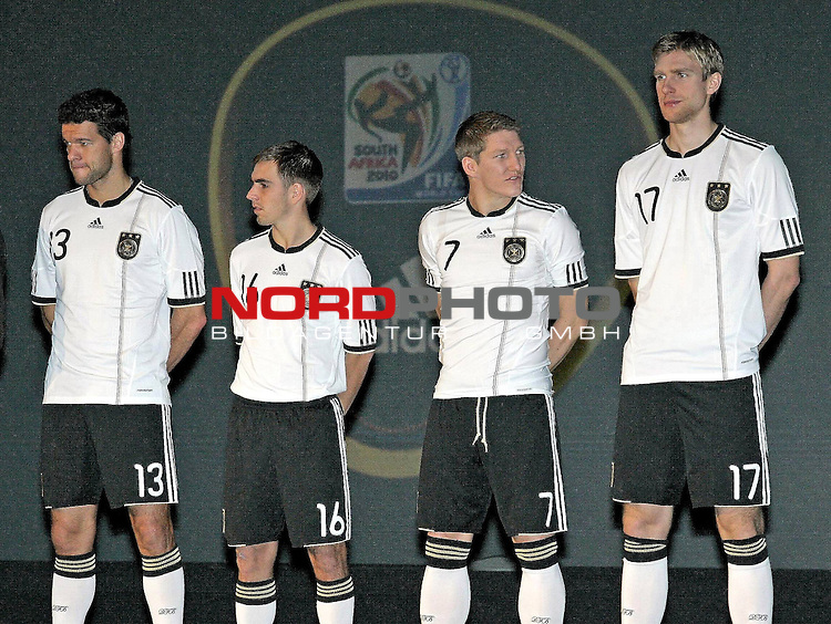 Michael Ballack + Philipp Lahm + Bastian Schweinsteiger + Per Mertesacker - Pr&auml;sentation der WM-Trikots von Adidas Weltmeisterschaft in S&uuml;dafrika 2010 - FIFA World Cup / WM - Adidas &quot;World of Sports&quot; - Herzogenaurach - 10.11.2009  <br />         <br />         <br /> <br /> <br /> Foto &copy; nph (  nordphoto  )<br /> <br /> <br /> <br />  *** Local Caption ***