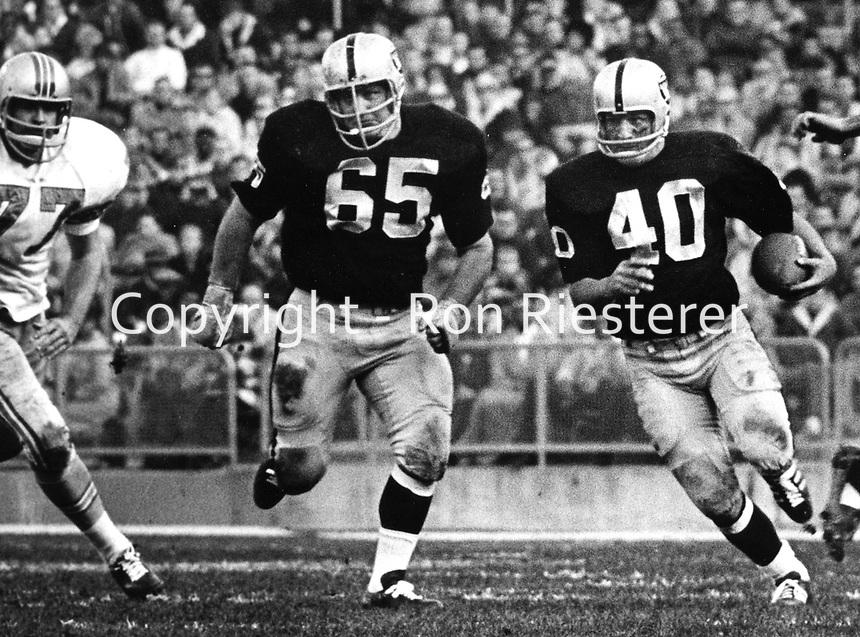 Oakland Raiders Pete Banaszak with blocking from #65 Wayne Hawkinns..(1968 photo/Ron Riesterer)