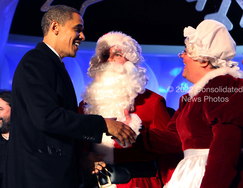 Washington, DC - December 3, 2009 -- United States President Barack Obama meets Santa and Mrs Claus at the lighting ceremony of the National Christmas tree on the Ellipse in Washington, D.C. on Thursday, December 3, 2009..Credit: Dennis Brack / Pool via CNP
